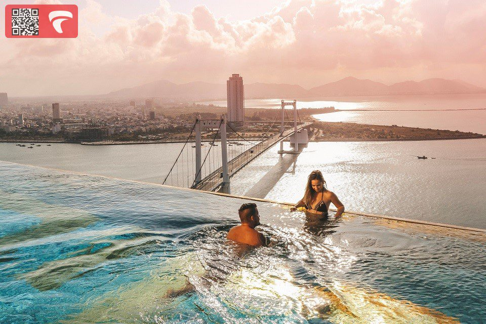 Khách sạn dát vàng Golden bay