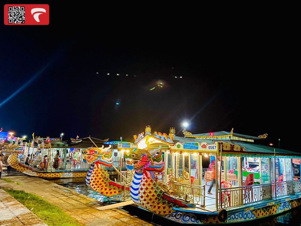 du thuyền sông Hương ban đêm